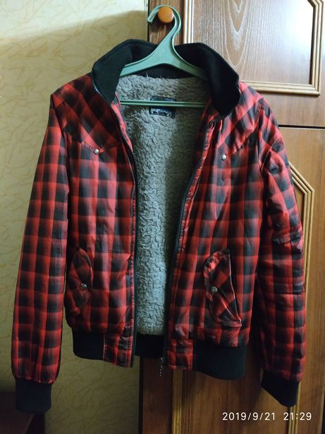 Курточка осень весна с капюшоном