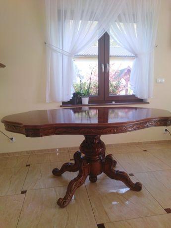Stary stół drewniany z 4 krzesłami tapicerowanymi