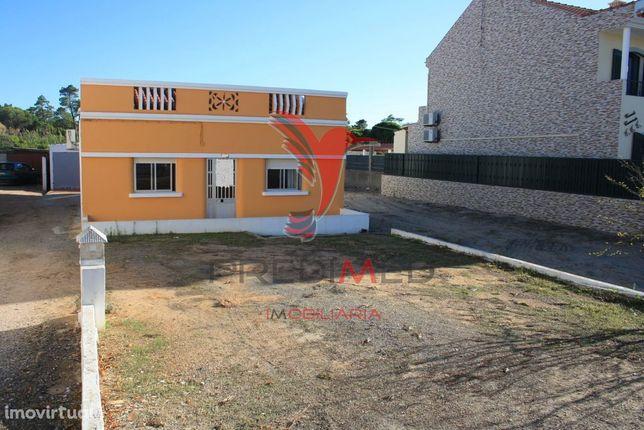 Casa térrea para modernizar em terreno total de 2400 m2