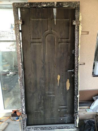 Двері металеві б/у з коробкою