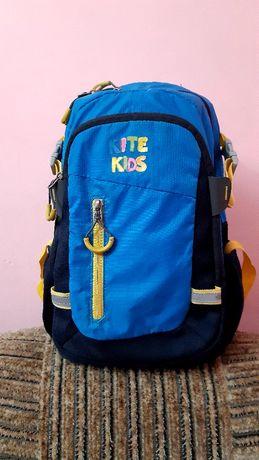Рюкзак Kite kids отличное состояние, для начальных классов