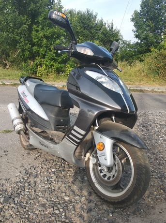 Продам скутер Кануні