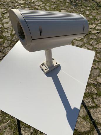 Câmara vigilância Philips com caixa anti vandalismo