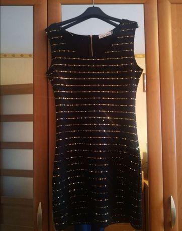 Czarna sukienka ze złotymi cekinami