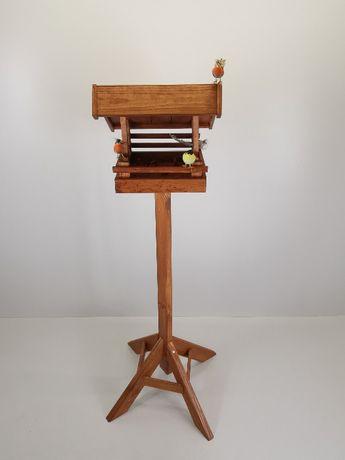 Karmnik dla ptaków na stojaku malowany