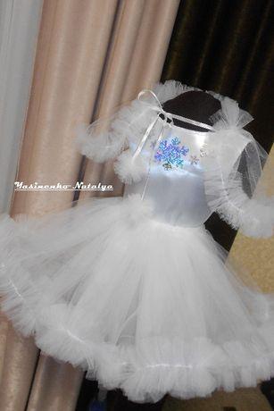 Новогодний костюм снежинка, пышная юбка и пелерина из фатина