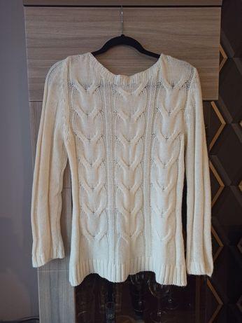 Sweterek biały ciepły