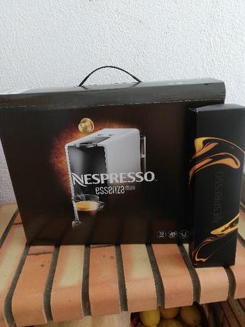 Máquina de Café Nespresso- Nova (Essenza Mini Nespresso Intense Grey )