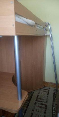 Łóżko piętrowe z szafą, biurkiem i półkami. Stan bardzo dobry.