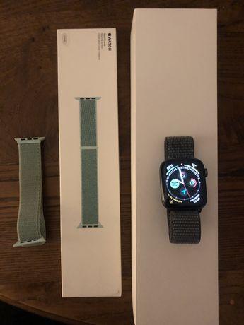 Apple Watch Series 4 44mm + 5 pulseiras