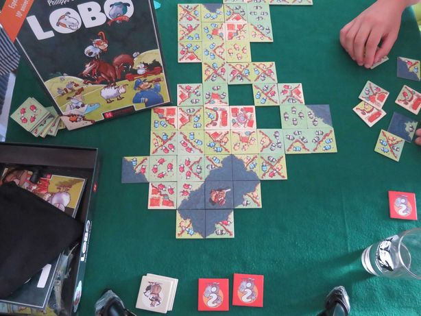 Jogos de tabuleiro (moedas do Scythe, Lobo, etc.)