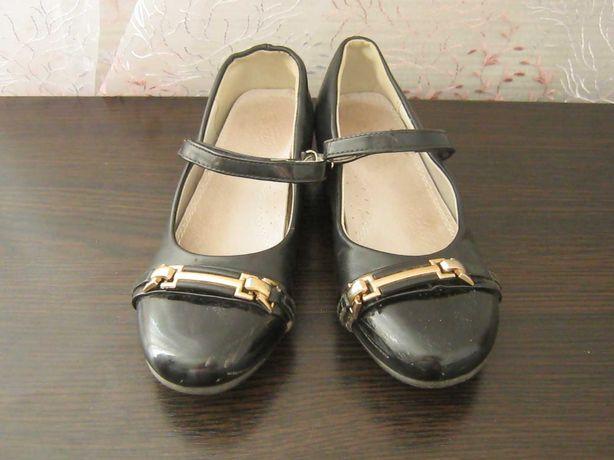 Туфли для девочки р.33 б/у
