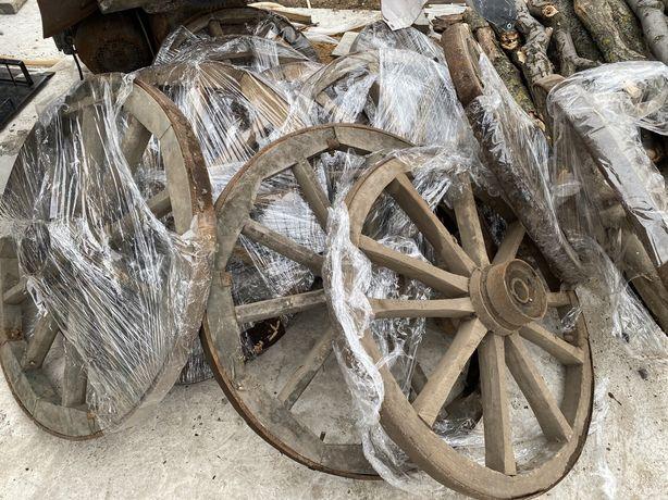Деревяные колесса с воза
