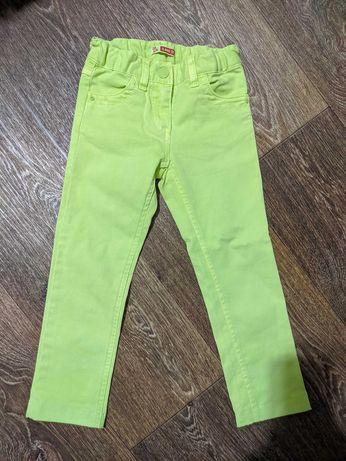 Летние брюки скины девочке как новые 5 лет