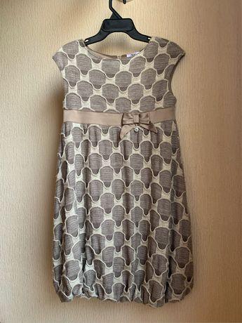 Вязаное бежевое платье с завышеной талией