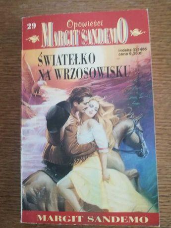 Światełko na wrzosowisku - Margit Sandemo