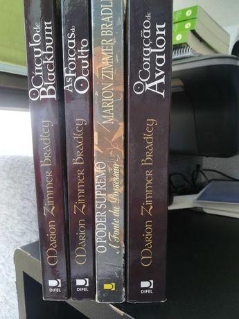 """Vendo os livros da coleção """"O Círculo de Blackburn"""""""