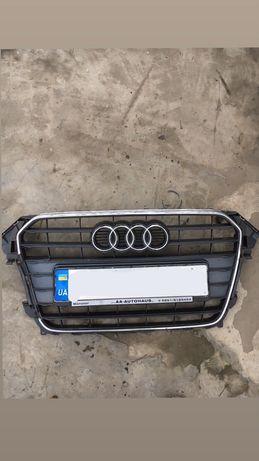 Решотка радіатора audi a4b8