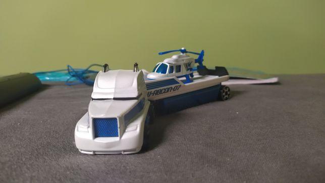Hotwheels helikopter wraz z ciężarówką jak siku
