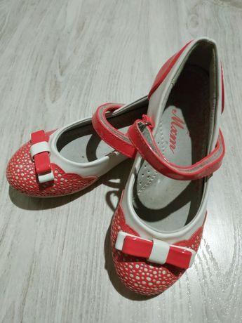 Туфли девочке нарядные