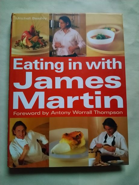 Книга кулінарна Eating in with James Martin