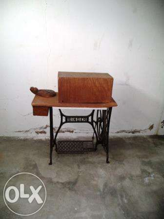 Máquina Antiga de costura da Singer