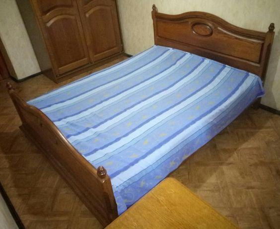 Спальный гарнитур из массива дуба (шкаф, кровать, комод)
