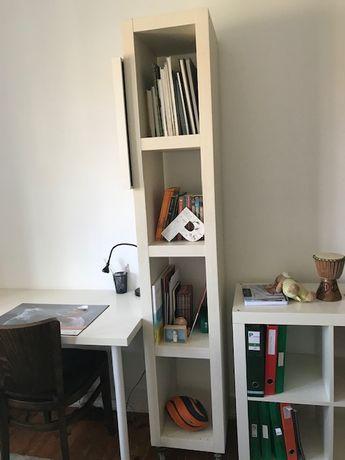Estante IKEA com 4 prateleiras, com rodizios, muito sólida
