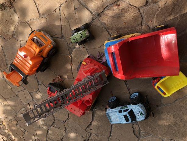 Машины разных размеров ( строительная техника и монстр траки , джипы)