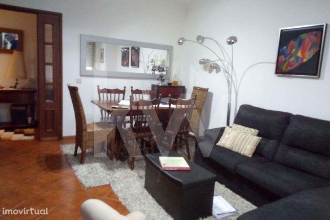 Apartamento T 2 +1 localizado em Esgueira