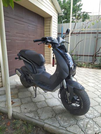 Скутер Peugeot двухместный