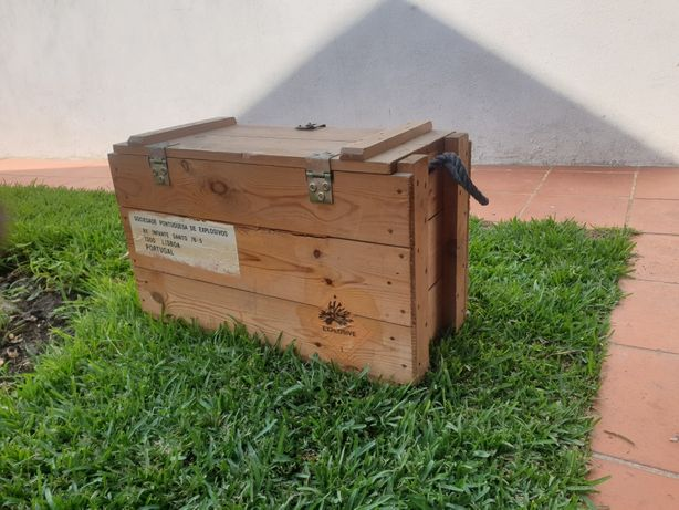Caixas madeira fábrica da pólvora