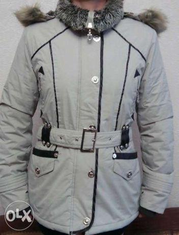 Бежевая демисезонная женская куртка фирмы Ew-Club размер S.