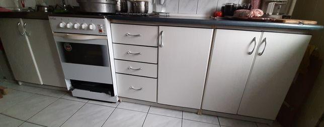 Meble kuchenne,zlewozmywak i kuchnia z piekarnikiem gazowym