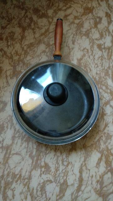 Чугунная сковорода с стеклянной крышкой