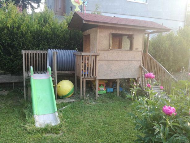 Domek dla dzieci plac zabaw zjezdzalnia