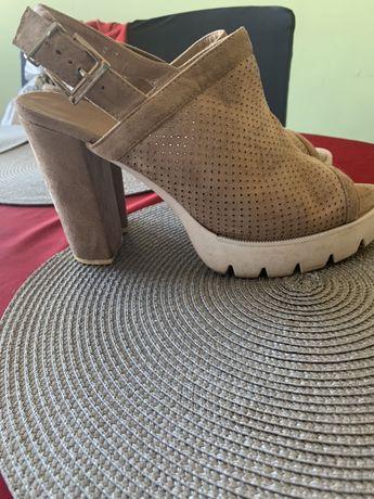 Sandałki na platfornie i słupku r 41