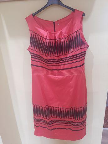 Koralowa suknia  w czarne wzory