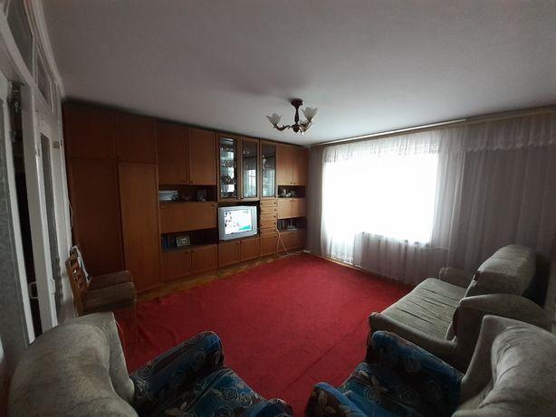 Продам 3-х кімнатну квартиру з меблями та технікою в спальному районі.