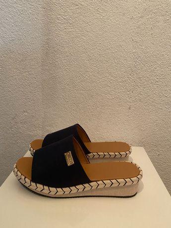 Sandálias tipo chinelo 37