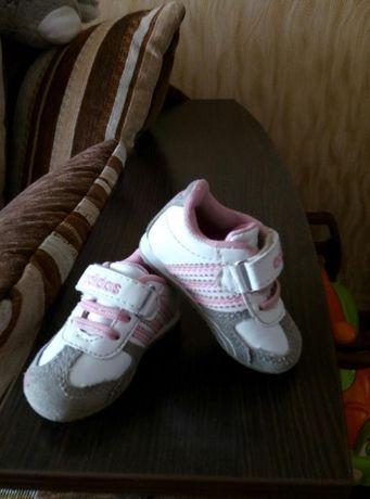 Продам кроссовки adidas на девочку