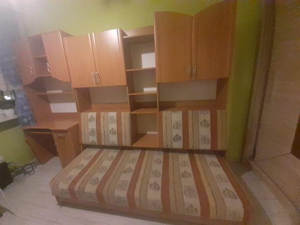 Młodzieżowy zestaw mebli z biurkiem, łóżkiem i ze słupkiem