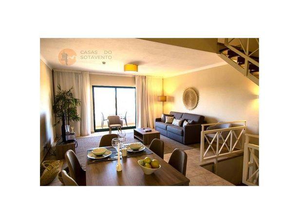 Apartamento T2 Triplex situado em resort de luxo no Carvo...