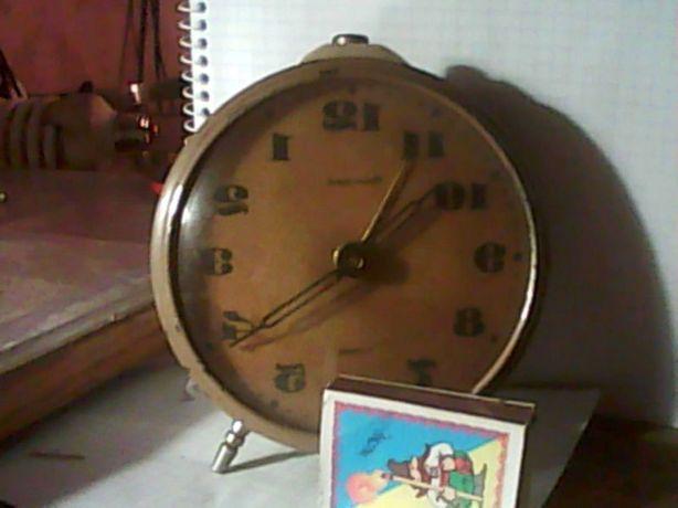 Продам механические часы-будильник