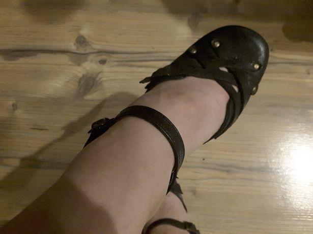Pantofle skórzane 35 zamienię na coś dla kota lub sprzedam