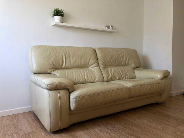 Sofá de pele beige