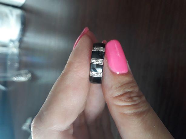 Pierścionek obrączka ceramiczna czarna  cyrkonie