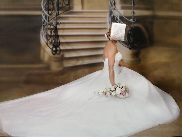 Suknia ślubna z kryształami Swarovskiego, rozmiar 40/180cm.