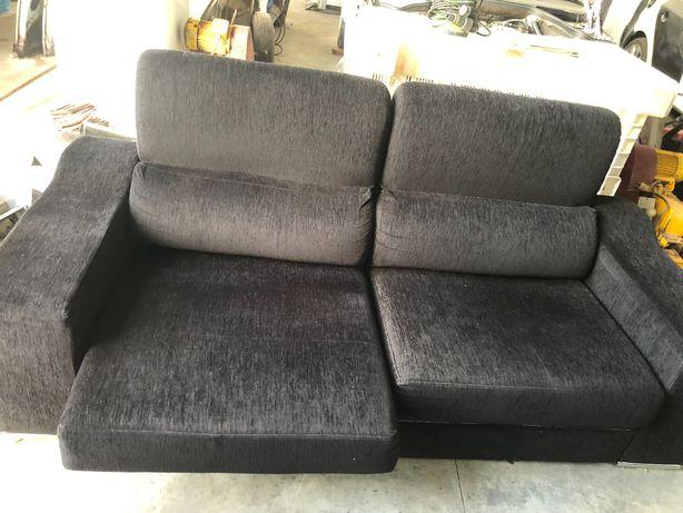 Sofá dois lugares que faz chaise long