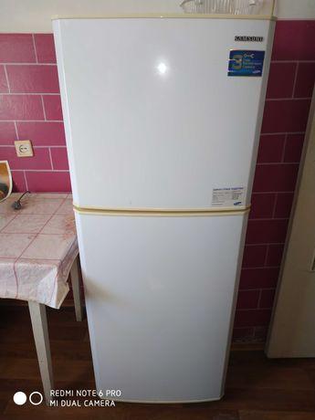 Продам холодильник Samsung 2-х камерный.